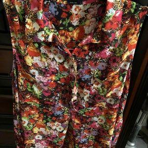 BCBGMAXAZRIA Beautiful floral print blouse.